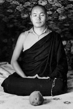 Lama-Yeshe-meditating